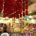 Đèn lồng Việt trang trí tết tại cửa hàng Annam Gourmet