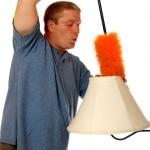 Cách vệ sinh chụp đèn bàn
