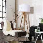 Mẫu đèn đứng chân gỗ phòng khách biệt thự ngoại ô