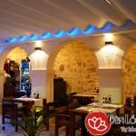 Đèn áp tường trang trí quán cafe sang trọng